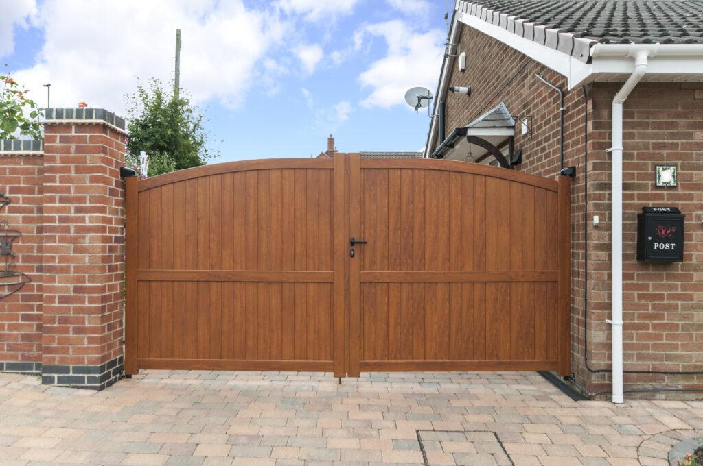 Swing wooden gates 2